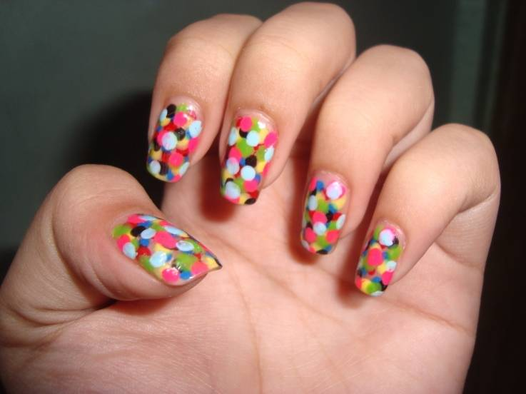 Multicolor-Dotted-Nailart