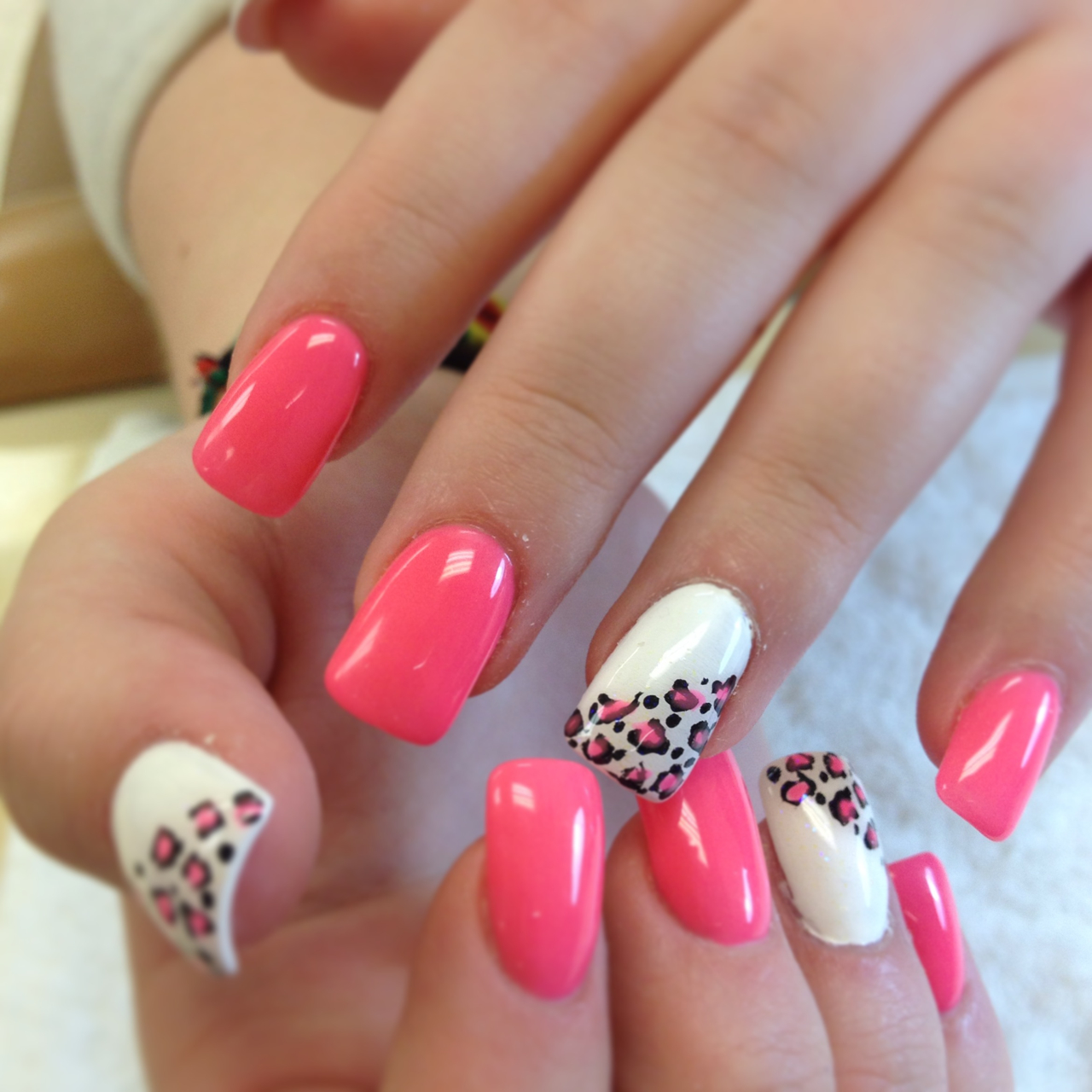 Acrylic nail art - Cute nail art designs to do at home ...