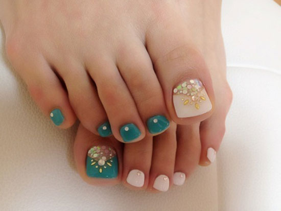 stylish-nail-art-2013-with-toes-6