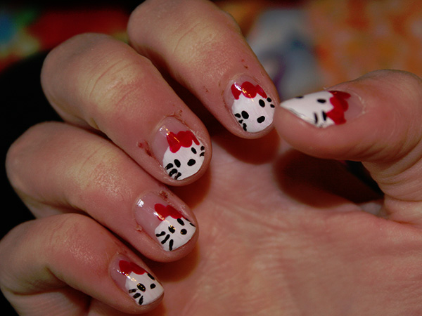 hello-kitty-nail