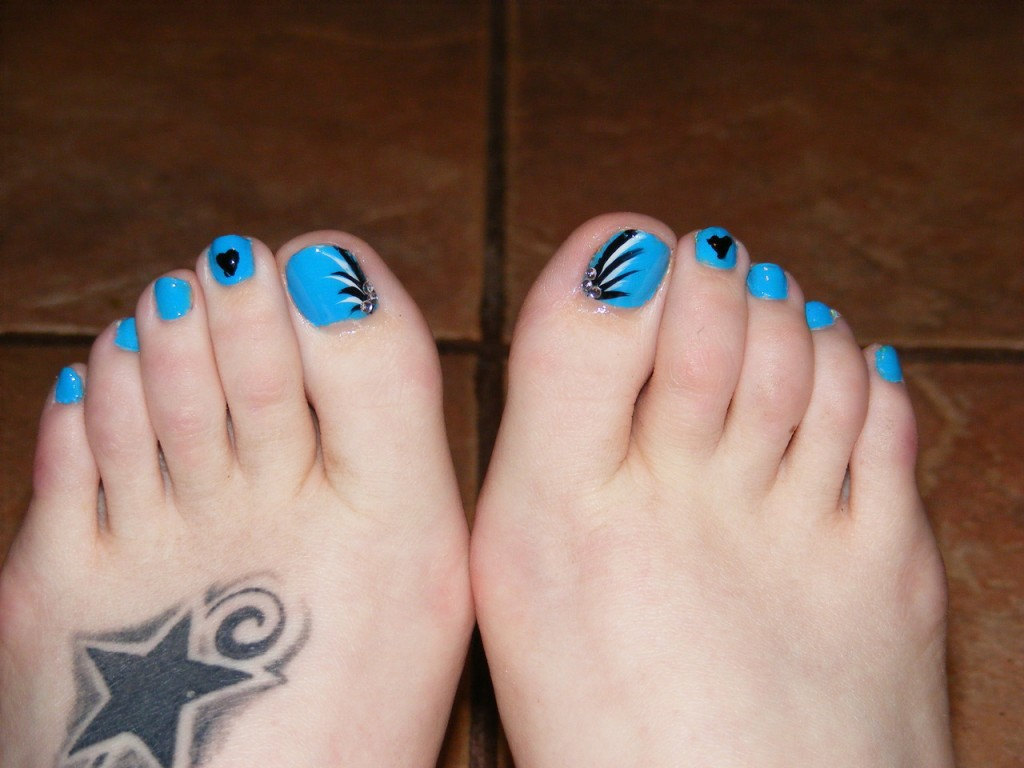 18+ Beautiful nail art designs for feet – NAILKART.com